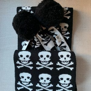 Accessories - ☠️Scull Crossbones Scarf with oversized pom-poms